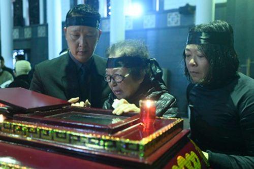 Gia đình, đồng nghiệp nghẹn ngào đưa tiễn nhạc sĩ Hoàng Vân - Ảnh 2