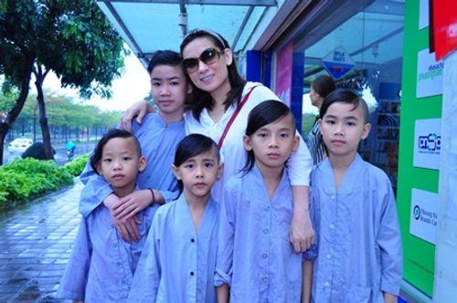 Phi Nhung chia sẻ chuyện nhận nuôi 21 đứa con, không muốn lấy chồng - Ảnh 4