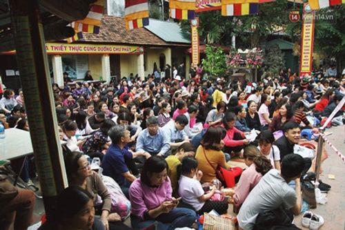 Hình ảnh hàng ngàn người dự lễ cầu an chùa Phúc Khánh - Ảnh 1