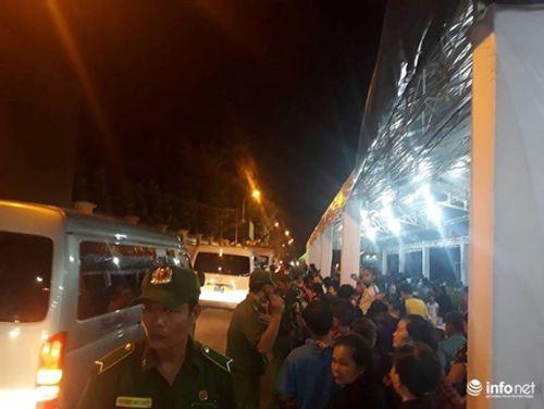 Người dân đứng chờ tiễn đưa linh cữu nguyên Thủ tướng Phan Văn Khải - Ảnh 5