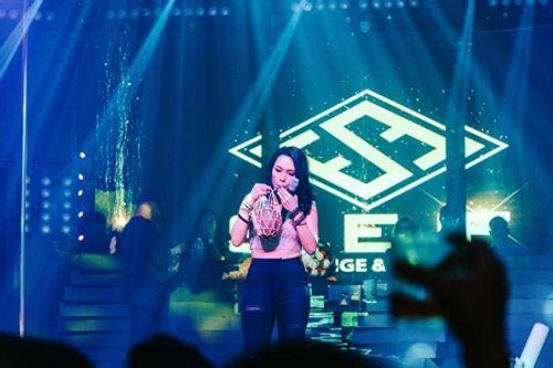 Gia Lai: Mỹ Tâm thích thú thưởng thức Rượu ghè ngay tại sân khấu S.E.F Loung - Ảnh 2