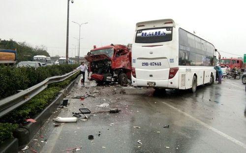 Vụ xe khách đâm xe cứu hỏa trên cao tốc Pháp Vân - Cầu Giẽ: Ai đi sai? - Ảnh 1