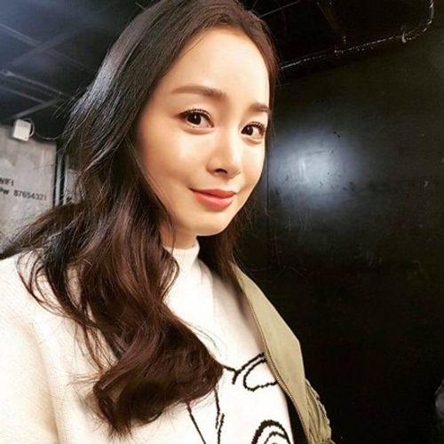 Kim Tae Hee chính thức tái xuất sau khi sinh con: Vẫn là nhan sắc nữ thần! - Ảnh 1