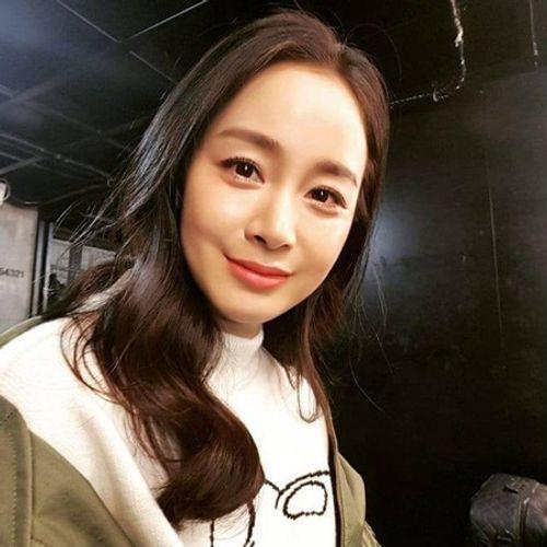Kim Tae Hee chính thức tái xuất sau khi sinh con: Vẫn là nhan sắc nữ thần! - Ảnh 2