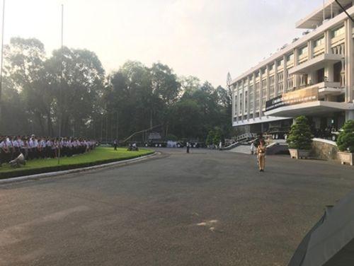 Dòng người xếp hàng dự Lễ truy điệu nguyên Thủ tướng Phan Văn Khải - Ảnh 5