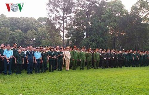 Dòng người xếp hàng dự Lễ truy điệu nguyên Thủ tướng Phan Văn Khải - Ảnh 6