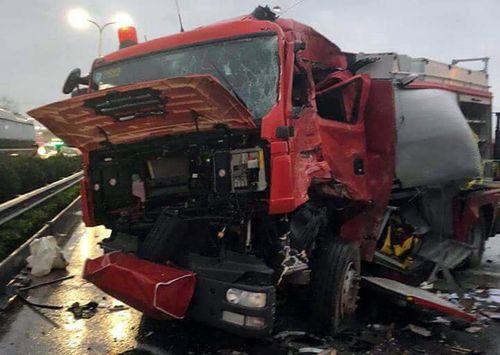 Vụ xe khách tông xe cứu hỏa trên cao tốc Pháp Vân: Cần khởi tố vụ án - Ảnh 1