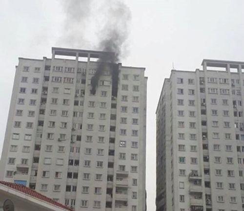 Hà Nội: Cháy ở tầng 21 chung cư KĐT Văn Khê, cư dân hoảng loạn tháo chạy  - Ảnh 1