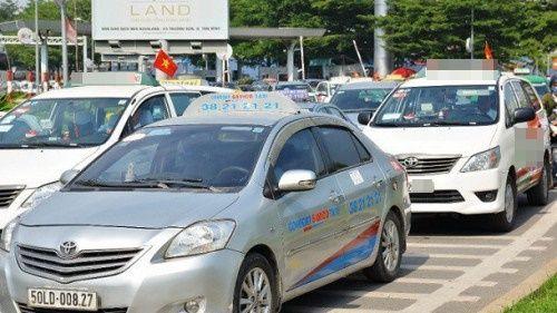 Một hãng taxi ở Sài Gòn đóng cửa vì áp lực cạnh tranh từ Uber, Grab - Ảnh 1
