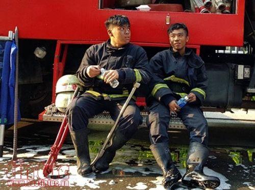Những chiến sĩ PCCC quả cảm cứu người trong vụ cháy chung cư Carina Plaza - Ảnh 2