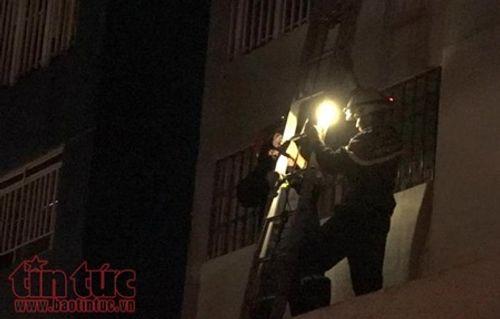 Những chiến sĩ PCCC quả cảm cứu người trong vụ cháy chung cư Carina Plaza - Ảnh 5