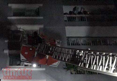 Những chiến sĩ PCCC quả cảm cứu người trong vụ cháy chung cư Carina Plaza - Ảnh 6