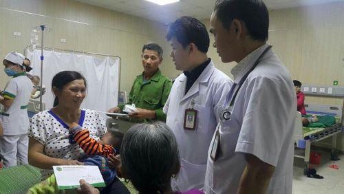 Bác sĩ chữa bệnh miễn phí cho cháu bé 2 tuổi nghi bị bố dượng đánh đập tàn nhẫn - Ảnh 1