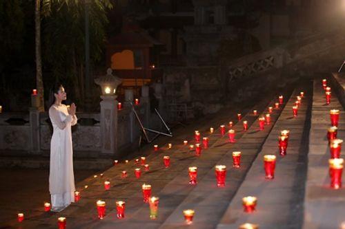 Sao mai Thu Hằng hát dưới 1000 ngọn nến ở chùa Hương - Ảnh 4
