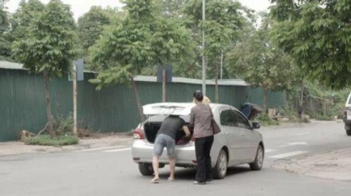 Cả một đời ân oán tập 30: Ông Quang bị xe đâm vì ngăn bà Mai về quê - Ảnh 4