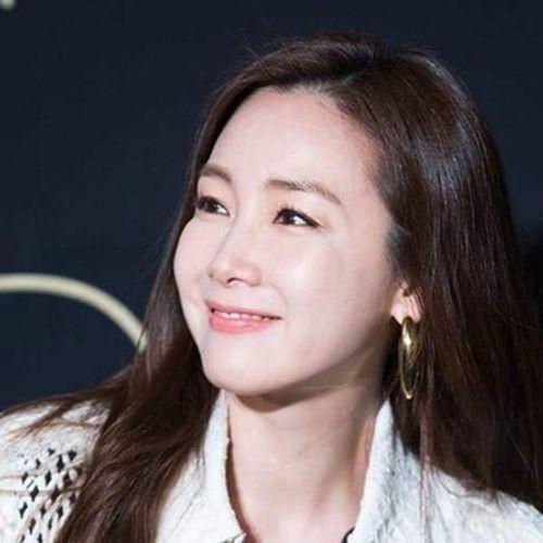 Choi Ji Woo bất ngờ kết hôn, chỉ thông báo trước lễ cưới vài giờ - Ảnh 1