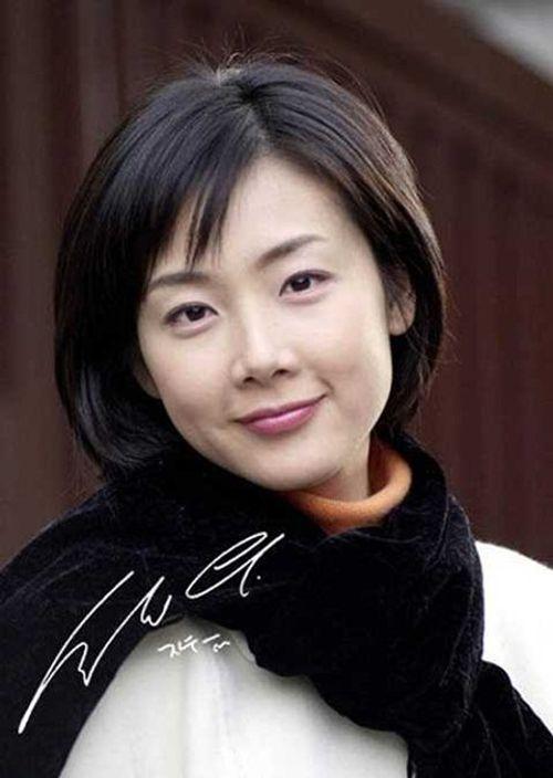Choi Ji Woo bất ngờ kết hôn, chỉ thông báo trước lễ cưới vài giờ - Ảnh 4