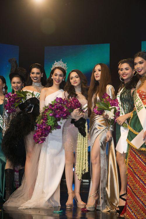 Clip: Hương Giang lộng lẫy tự tin giành chiến thắng đầu tiên tại HH Chuyển giới Quốc tế - Ảnh 1