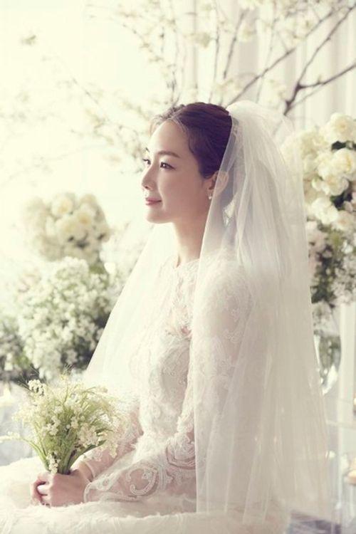 Choi Ji Woo tiết lộ ảnh cưới hiếm hoi đẹp long lanh như chụp họa báo - Ảnh 2