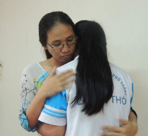 Cô giáo lên lớp 3 tháng không giảng bài: Cô trò ôm nhau hòa giải - Ảnh 1