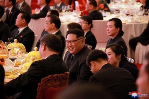 Hình ảnh hiếm hoi về chuyến thăm Trung Quốc của ông Kim Jong-un - Ảnh 5