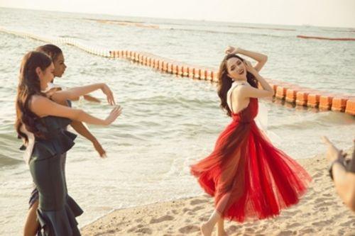 """Clip: Hương Giang tự tin nói tiếng Anh trên truyền hình Thái, đẹp như nữ thần """"lấn át"""" nhiều thí sinh - Ảnh 3"""