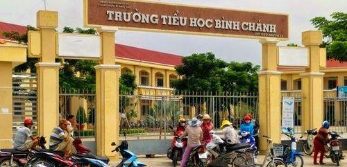 Chủ tịch UBND huyện yêu cầu lập tổ thanh tra vụ phụ huynh bắt cô giáo quỳ gối xin lỗi - Ảnh 1