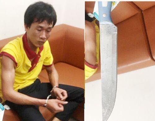 Bị nhắc nhở, tài xế rút dao tấn công nhân viên an ninh sân bay - Ảnh 1