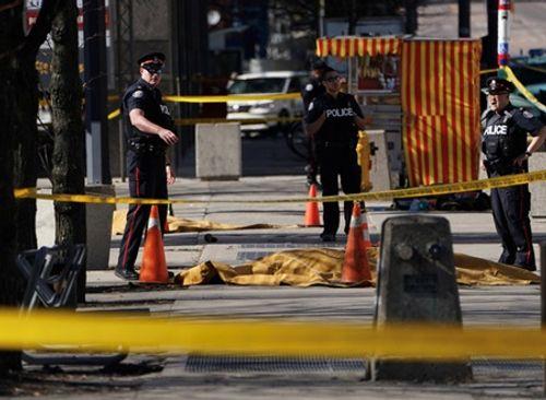 Canada: Tai nạn giao thông kinh hoàng, hàng chục người thương vong - Ảnh 1