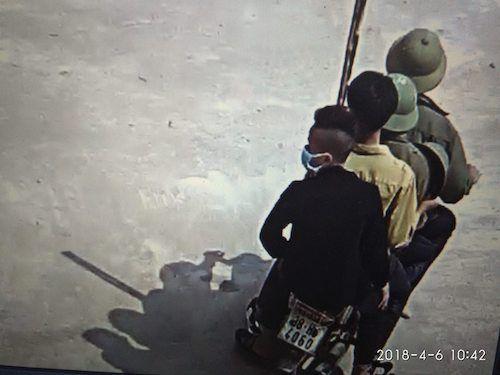 """Nhóm thanh niên mang vũ khí vào trường """"dằn mặt"""" học sinh ở Hà Tĩnh - Ảnh 1"""