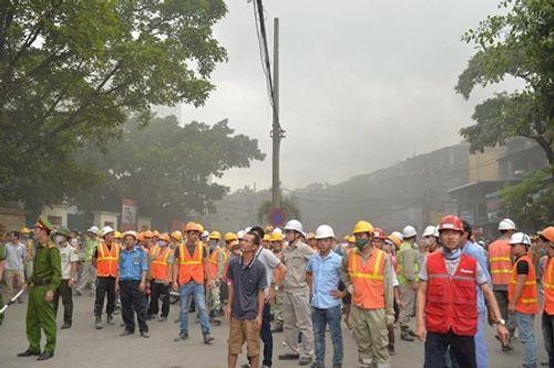 Hà Nội: Cháy công trình thuộc bệnh viện Việt - Pháp, công nhân thi nhau tháo chạy - Ảnh 2