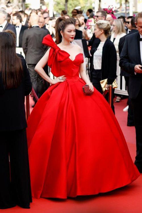 Điểm lại những khoảnh khắc thời trang ấn tượng của Lý Nhã Kỳ tại Cannes 2018 - Ảnh 1
