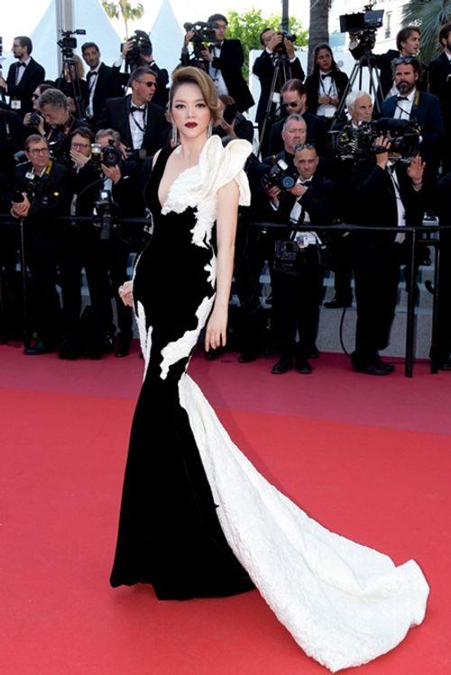Điểm lại những khoảnh khắc thời trang ấn tượng của Lý Nhã Kỳ tại Cannes 2018 - Ảnh 12
