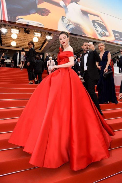 Điểm lại những khoảnh khắc thời trang ấn tượng của Lý Nhã Kỳ tại Cannes 2018 - Ảnh 2