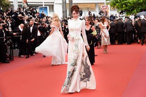 Điểm lại những khoảnh khắc thời trang ấn tượng của Lý Nhã Kỳ tại Cannes 2018 - Ảnh 5