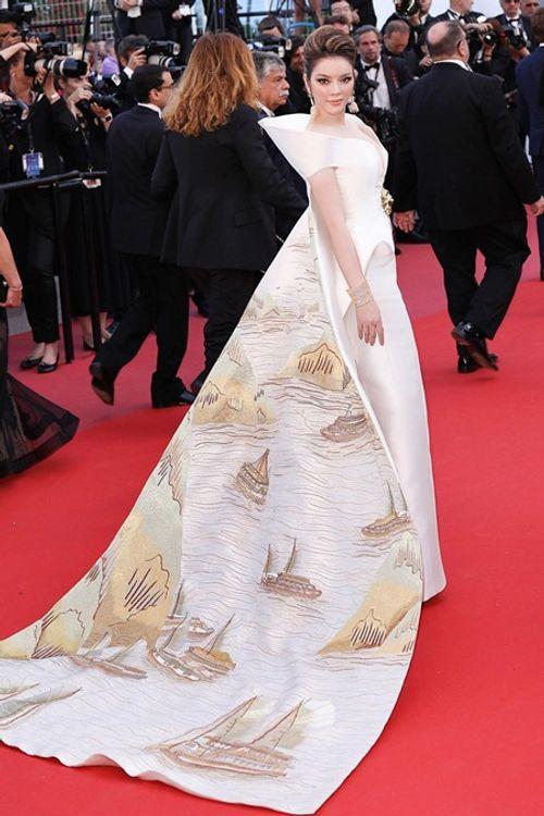 Điểm lại những khoảnh khắc thời trang ấn tượng của Lý Nhã Kỳ tại Cannes 2018 - Ảnh 9
