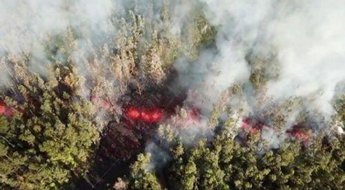 Clip: Núi lửa phun trào ở Hawaii, sơ tán khẩn hàng ngàn người - Ảnh 1