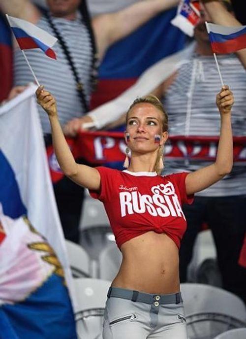 Ngắm dàn nữ cổ động viên gợi cảm khó rời mắt tại World Cup 2018 trước giờ khai mạc - Ảnh 9