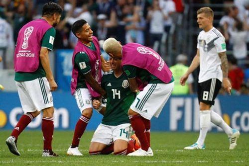 World Cup 2018: Chicharito khóc nức nở trên sân sau khi thắng Đức - Ảnh 5