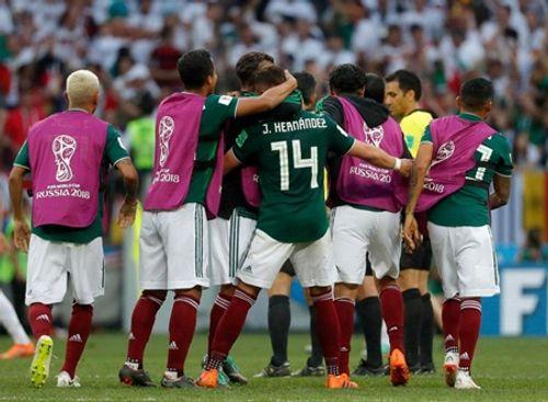 World Cup 2018: Chicharito khóc nức nở trên sân sau khi thắng Đức - Ảnh 7