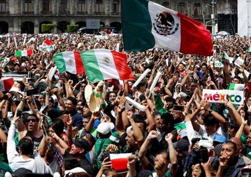 """Thắng Đức tại World Cup 2018, CĐV Mexico ăn mừng cuồng nhiệt gây """"địa chấn"""" - Ảnh 1"""