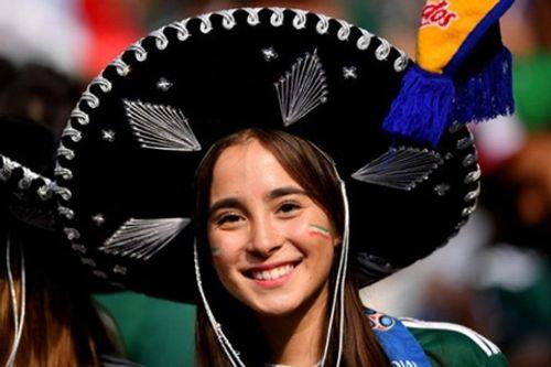 """Fan nữ Mexico """"hâm nóng"""" chiến thắng tại World Cup 2018 bằng những đường cong hút mắt - Ảnh 6"""