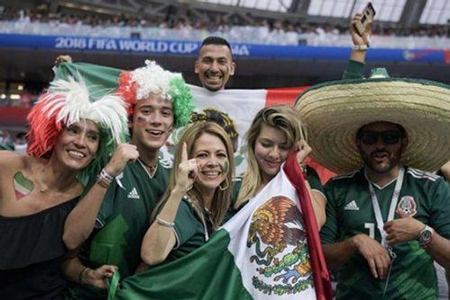 """Fan nữ Mexico """"hâm nóng"""" chiến thắng tại World Cup 2018 bằng những đường cong hút mắt - Ảnh 9"""