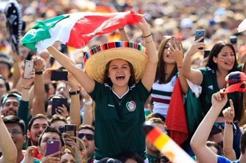 """Fan nữ Mexico """"hâm nóng"""" chiến thắng tại World Cup 2018 bằng những đường cong hút mắt - Ảnh 10"""