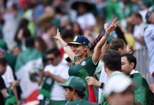 """Fan nữ Mexico """"hâm nóng"""" chiến thắng tại World Cup 2018 bằng những đường cong hút mắt - Ảnh 4"""