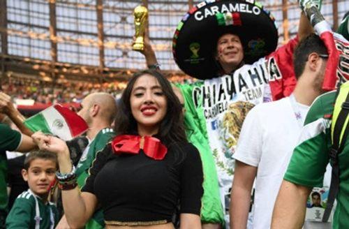 """Fan nữ Mexico """"hâm nóng"""" chiến thắng tại World Cup 2018 bằng những đường cong hút mắt - Ảnh 3"""