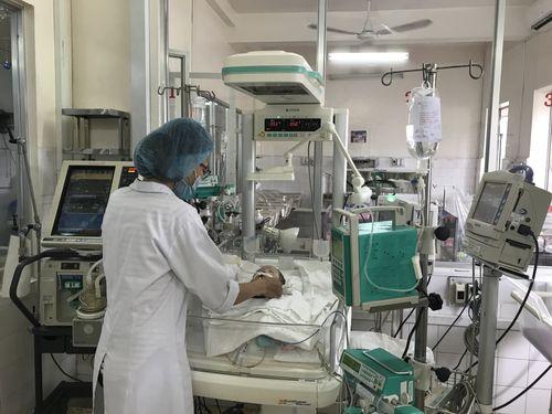 Tình hình sức khỏe thai nhi 7 tháng văng khỏi bụng mẹ trong vụ tai nạn ở Bình Dương - Ảnh 1