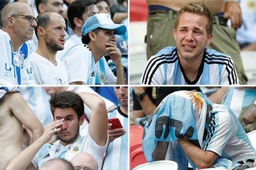 Video: CĐV Argentina ném TV vỡ tan tành vì đội nhà bị loại khỏi World Cup 2018 - Ảnh 1