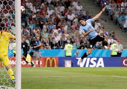 """Cavani """"tiễn"""" Ronaldo theo chân Messi, Bồ Đào Nha thất thểu về nước - Ảnh 1"""
