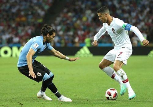 """Cavani """"tiễn"""" Ronaldo theo chân Messi, Bồ Đào Nha thất thểu về nước - Ảnh 2"""